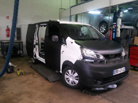 Total covering car wrapping noir mat Hexis black mat Nissan NV200